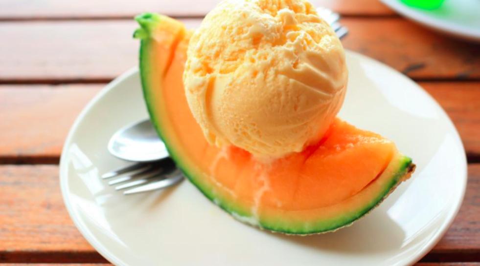 preparar el helado de melón